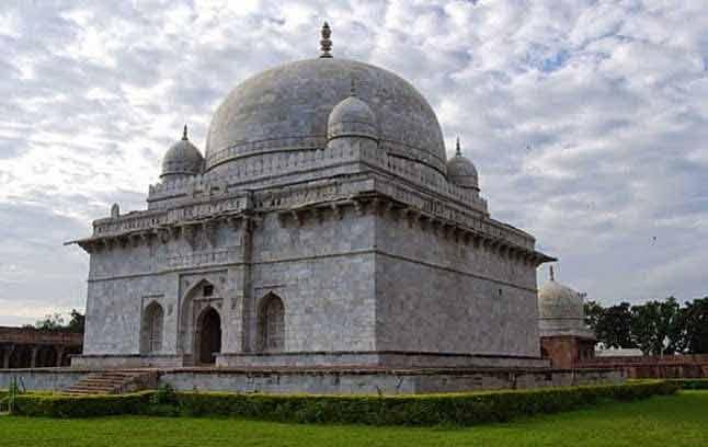 hosang shah's tomb